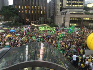 A Avenida Paulista é do povo como o céu é do avião ?