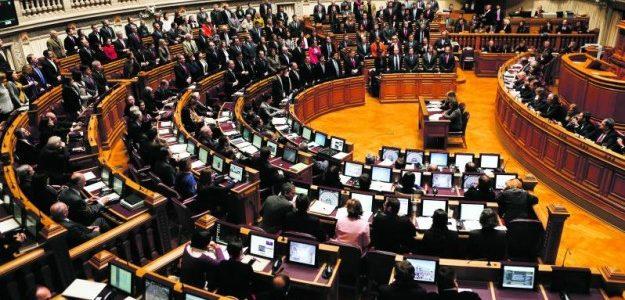 Legislativo português começa a investigar adoções de crianças por bispos da IURD