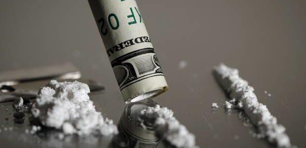A grande biqueira da política e a cura do vício em dinheiro